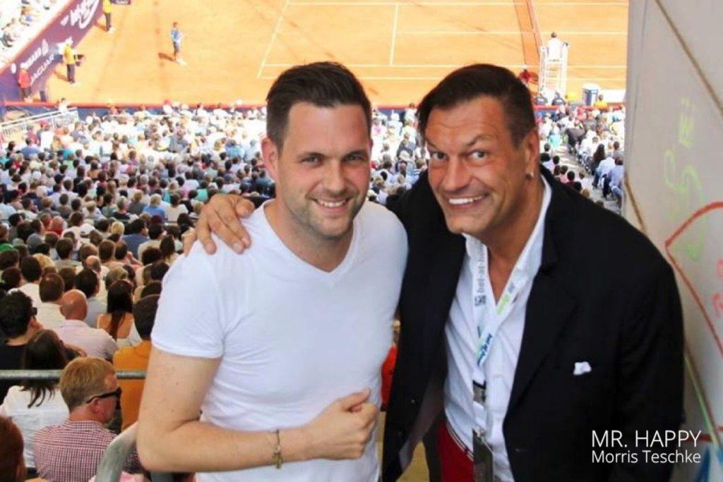 """Sat.1-Moderator Matthias Killing, die """"Stimme vom Rothenbaum"""", und DJ Mr. Happy - das langjährige Dreamteam am Center Court."""